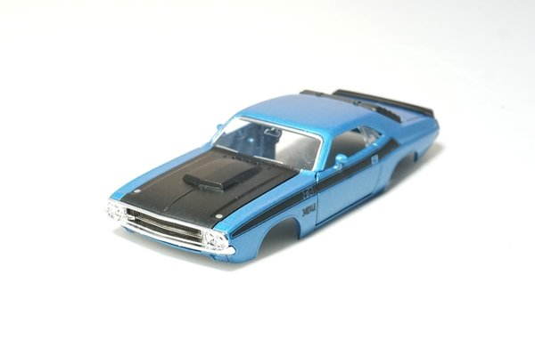 Dodge Challenger T/A 1:43 inkl. Adapter in Blau